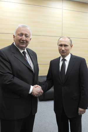 Willy Handshake mit Putin